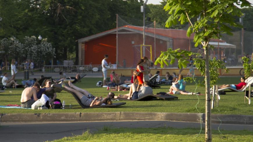 "жара Фото: ""МТРК «Мир»"":http://mirtv.ru/, москва, жара, лето, люди, отдых, парк, парк горького"