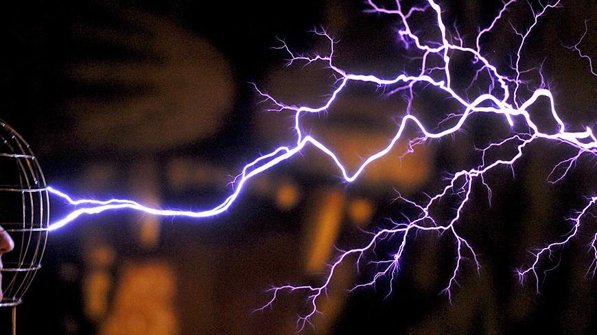 """Фото: Виталий Залесский, МТРК «Мир»"":http://mir24.tv/, электричество, тесла, трансформатор, молния, магия"