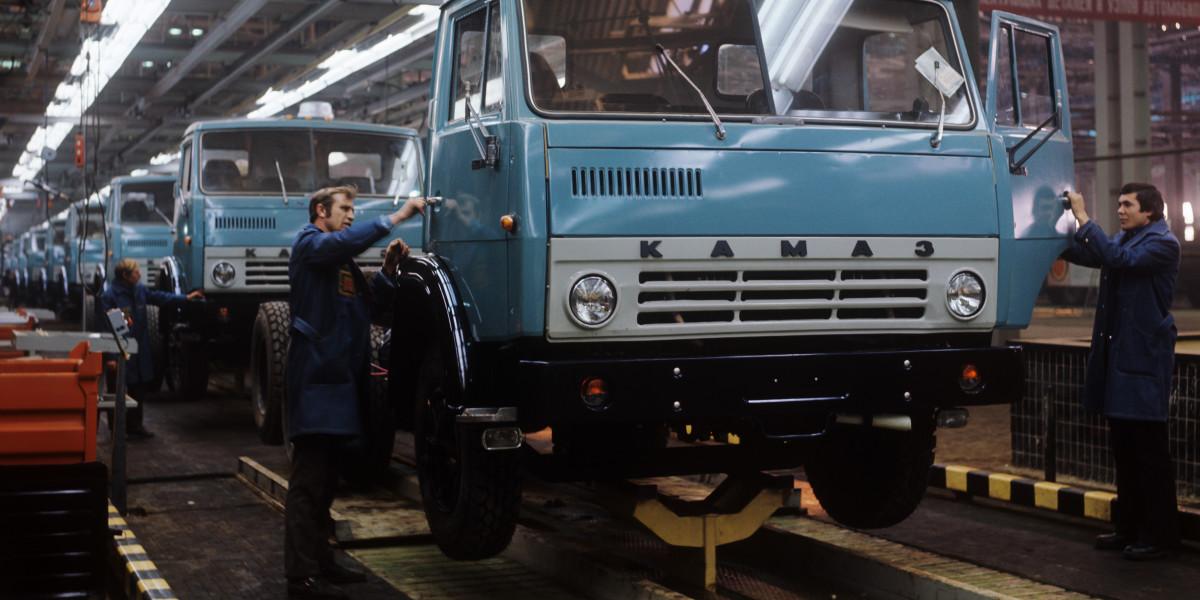 Шильдики советских автомобилей. КамАЗ, БелАЗ, КрАЗ