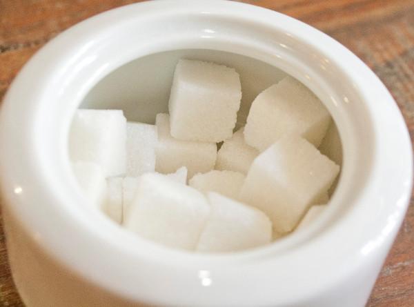 Сахар и майонез – исключить: названы вредные для кишечника продукты