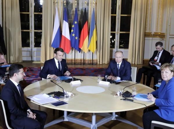 Минские соглашения, газ и конфуз Зеленского: итоги встречи «нормандской четверки»