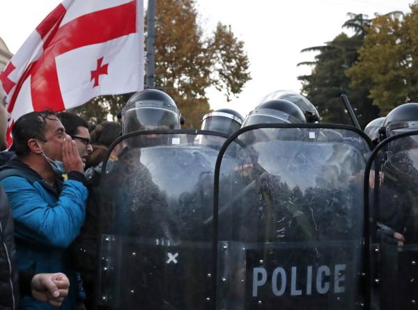 Протесты оппозиции в Кутаиси переросли в драку с «Грузинской мечтой»