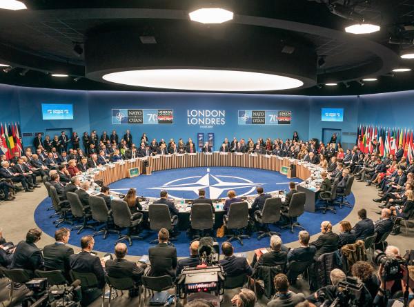 НАТО потеряло врагов: почему на саммите альянса царило недоумение