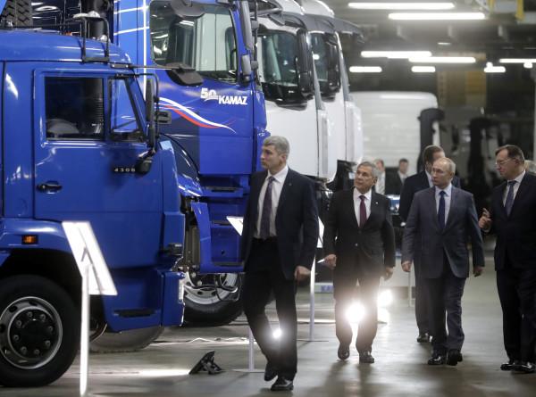 Путин познакомился с новейшими разработками «Камаза»