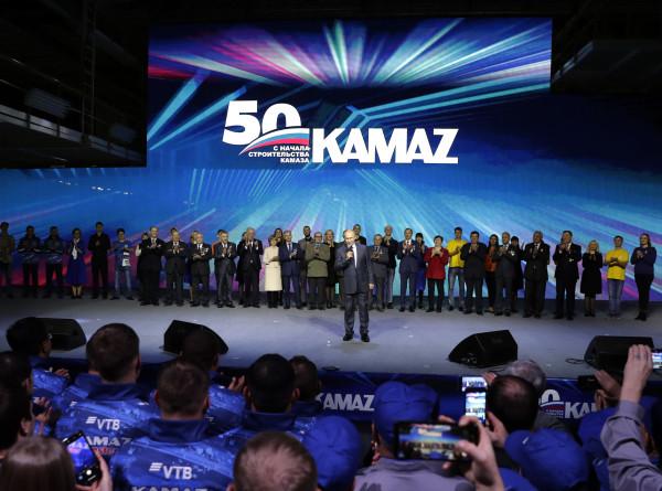 В 50 все только начинается: Путин похвалил коллектив «Камаза» за работу «с душой»