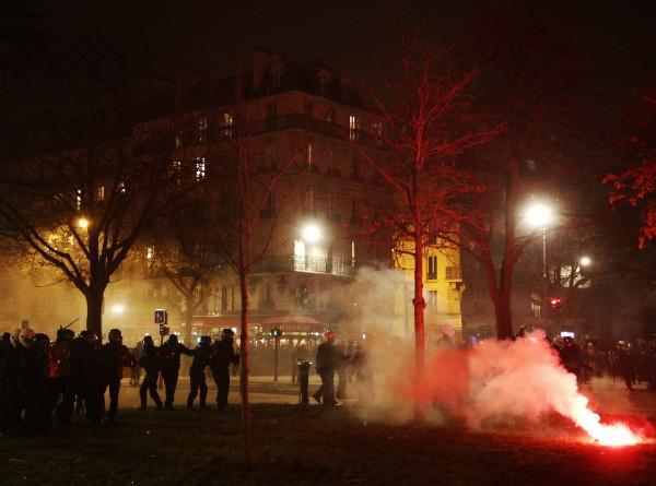 Во Франции полиция применила слезоточивый газ против «желтых жилетов»