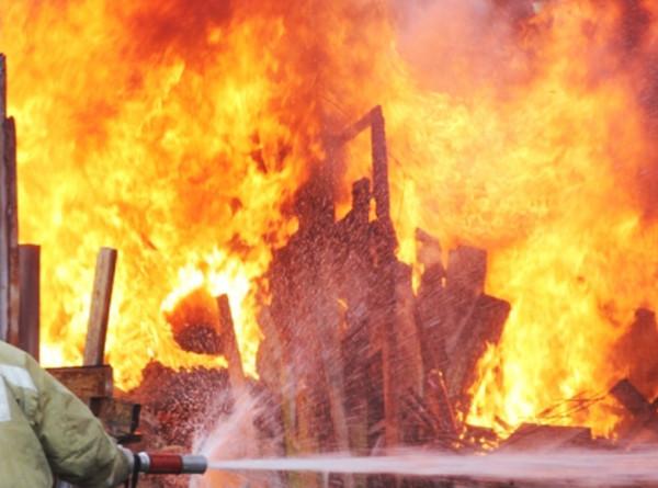 Сахалинец сделал селфи на фоне подожженного дома бывшей супруги