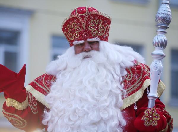 Деду Морозу доставили первую партию писем