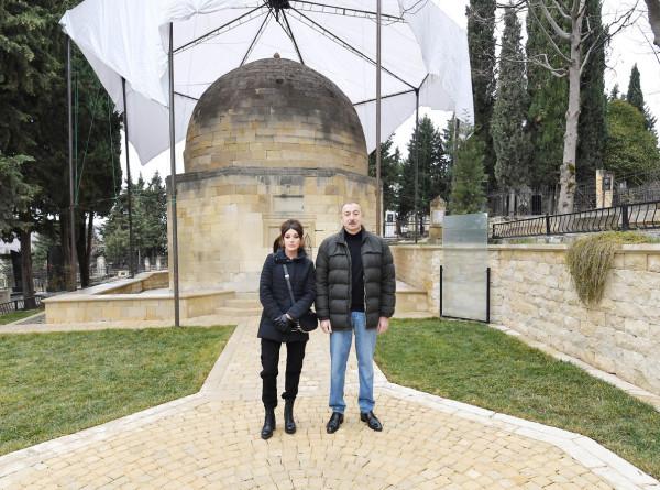 Ильхам и Мехрибан Алиевы посетили усыпальницу Шаххандан