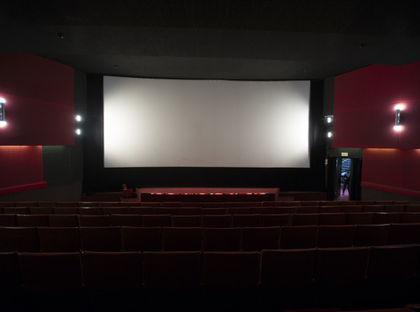 Кино в космосе и Арктике: как фильмы обретают популярность до выхода в прокат?
