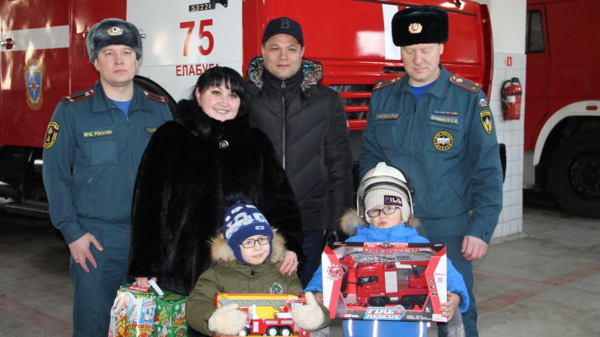 Пожарные в Татарстане исполнили новогоднее желание шестилетнего мальчика