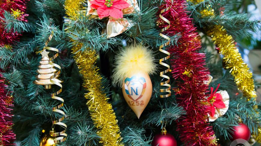 """""""Фото: Максим Кулачков (МТРК «Мир»)"""":http://mir24.tv/, елка, новый год, новогодняя ель, елочные украшения"""