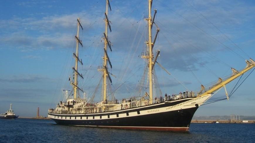 Кругосветка «Паллада»: российский парусник зашел в порт Французской Полинезии