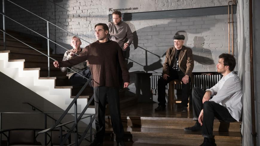 «Шествие» о жизни, смерти и любви: в СТИ возобновили спектакль-променад на стихи Бродского