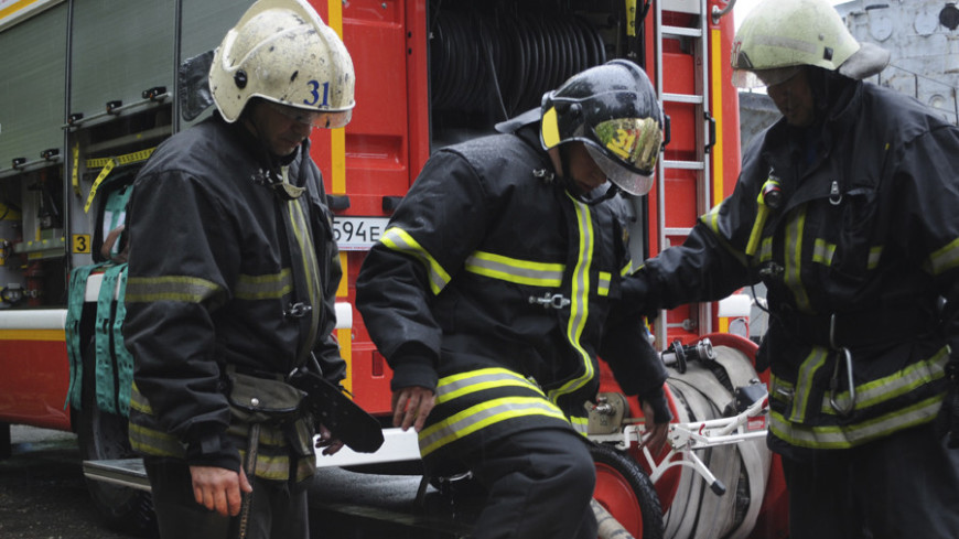 При пожаре на юго-западе Москвы спасли восемь человек