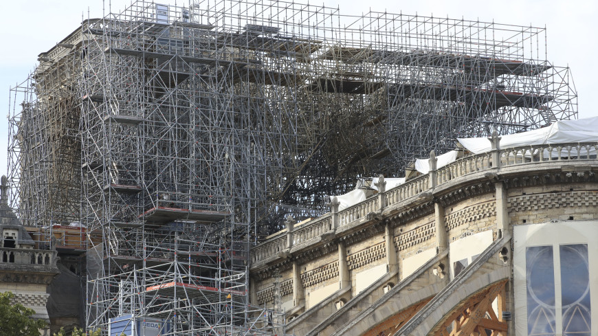 Настоятель Нотр-Дама считает, что собор может рухнуть из-за строительных лесов