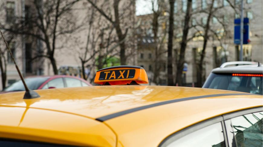Московские районы оккупировали нелегальные таксисты