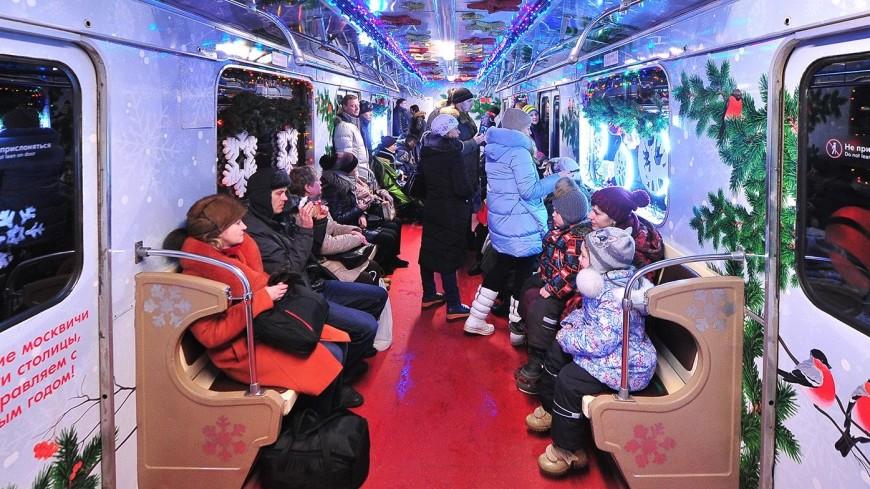 В московском метро запустили праздничные новогодние поезда