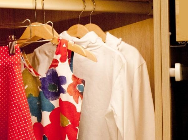Незнакомый мужчина несколько дней жил в гардеробе американки