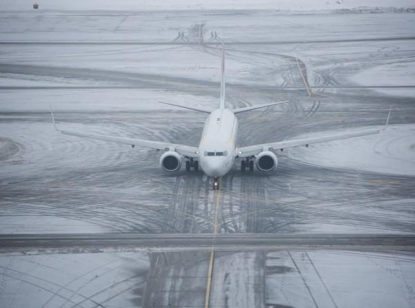 У самолета в Москве при заходе на посадку растрескалось лобовое стекло