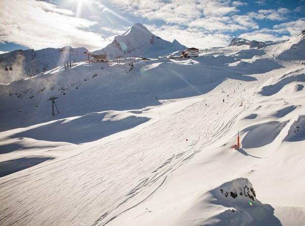 Лавина накрыла популярный курорт в Швейцарии: более 10 лыжников пропали
