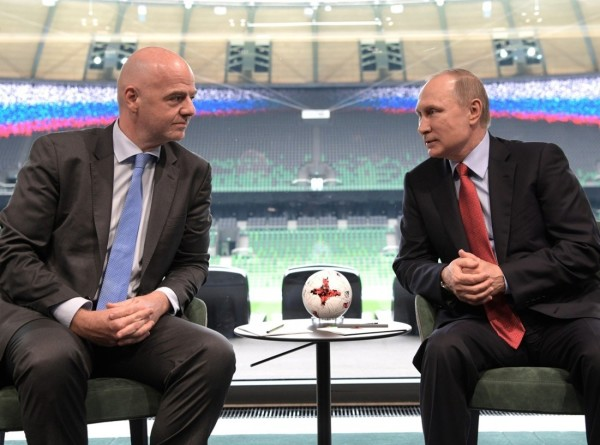 Путин наградил президента ФИФА орденом Дружбы