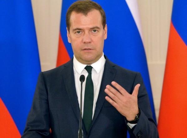 Медведев призвал кабмин заранее приступить к выполнению послания Путина