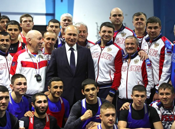 Активный отдых: Путин потренировался на татами в Сочи (ФОТО)