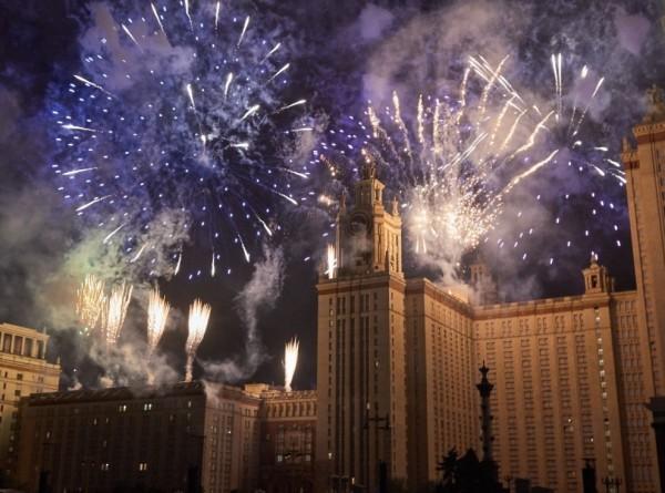 Салют в Москве в честь Дня защитника Отечества запустят на 16 площадках
