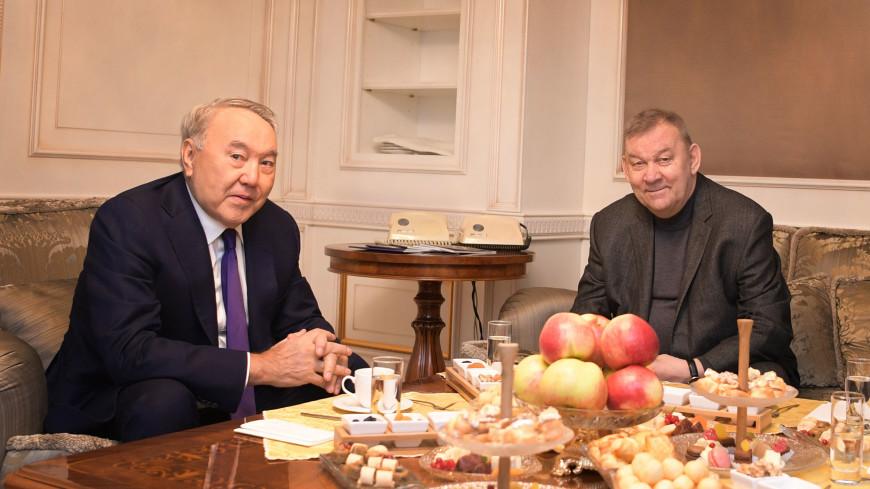 Назарбаев посмотрел премьеру «Евгения Онегина» в оперном театре в Астане