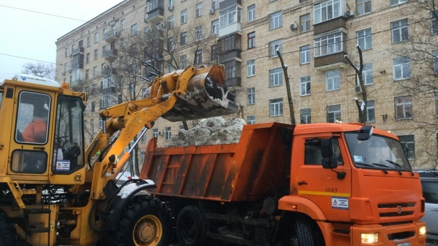 Снег из Москвы вывозят на утилизацию