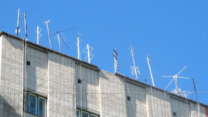 """Фото: Елизавета Шагалова, """"«МИР 24»"""":http://mir24.tv/, телевидение, антенна, крыша, дом"""