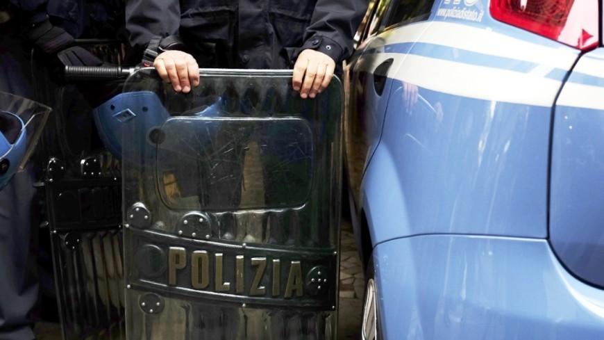 Белые реки: итальянские фермеры вылили тонны молока на дорогу