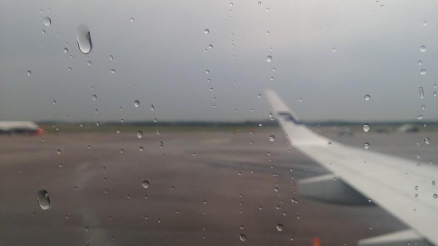 В Британии самолет «отскочил» от посадочной полосы из-за урагана (ВИДЕО)