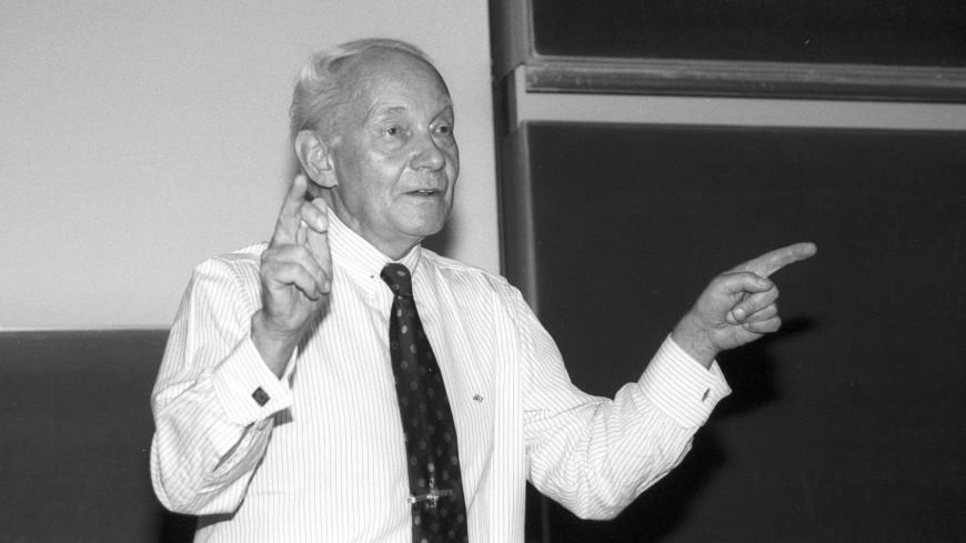 Скончался нобелевский лауреат по химии Манфред Эйген