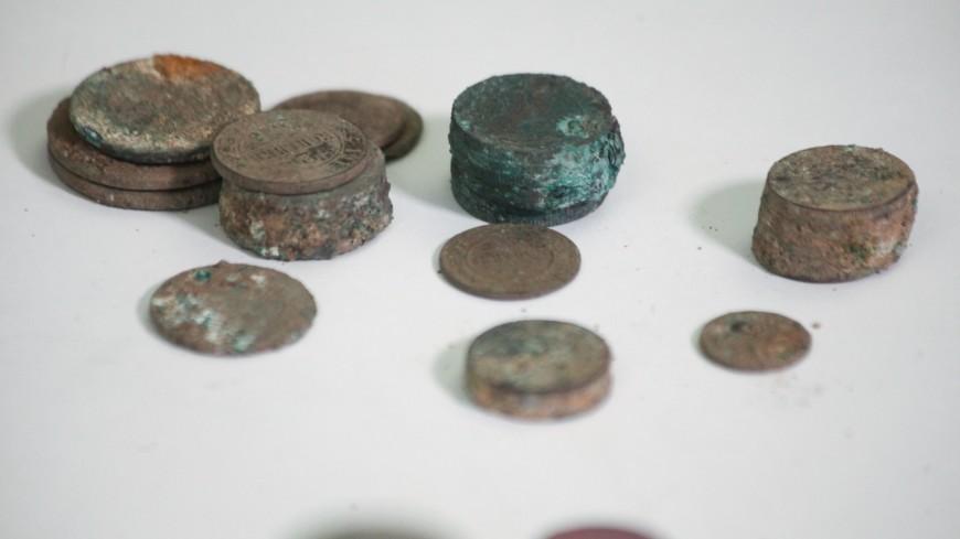 Клад в кладке: в Москве нашли 97 старинных монет возрастом более 100 лет