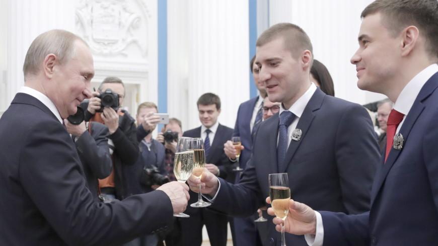 Путин пообщался с молодыми учеными за бокалом шампанского
