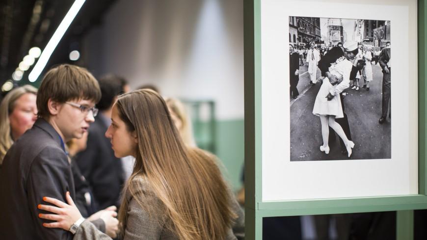 Умер «целующийся моряк» с легендарной фотографии, посвященной окончанию войны