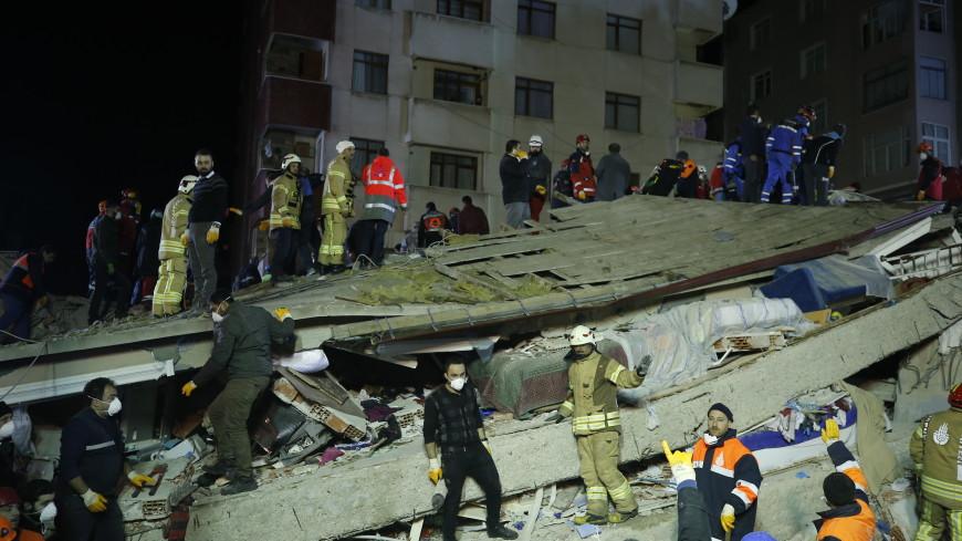 В Стамбуле обрушился дом: один человек погиб, десятки – под завалами