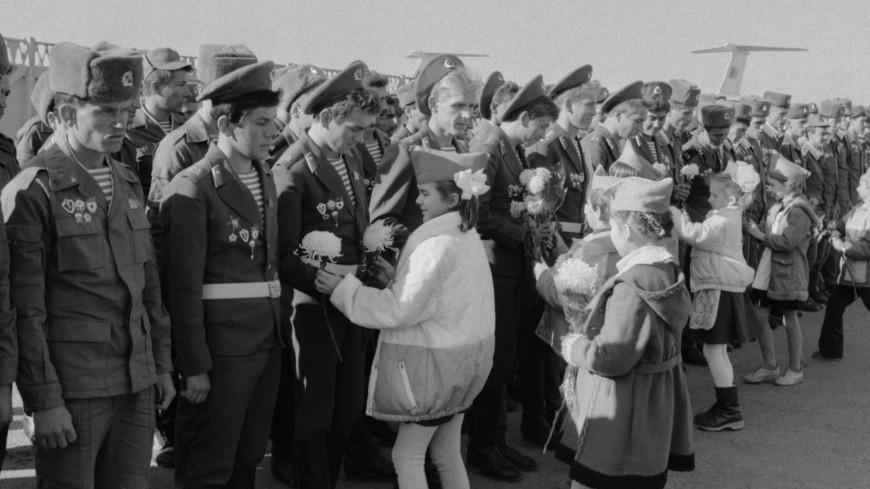 Казахстанца наградили медалью за службу в Афганистане спустя 30 лет