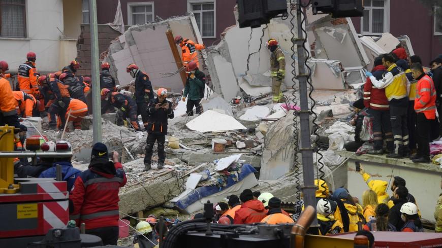 Уже 17 жертв: Эрдоган побывал на месте обрушения дома в Стамбуле