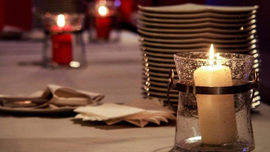 """Фото: Елизавета Шагалова, """"«Мир 24»"""":http://mir24.tv/, сервированный стол, ресторан, свечи, кафе"""
