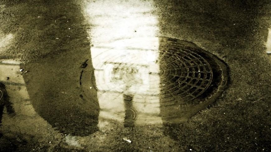 "Фото: Елена Андреева, ""«Мир24»"":http://mir24.tv/, лужа, дождь, ливень, люк"