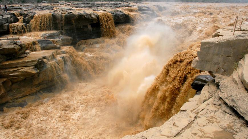 Хукоу проснулся: желтый водопад снова радует туристов