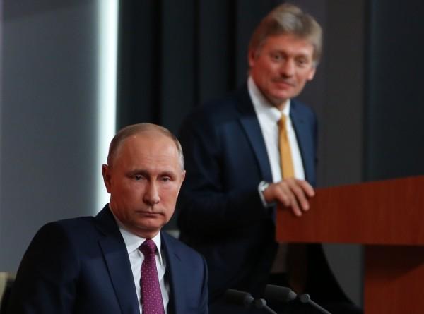 Песков рассказал, на что Путин тратит наличные
