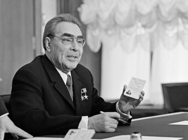 Стрелявший в Брежнева военный дал интервью телеканалу «МИР»