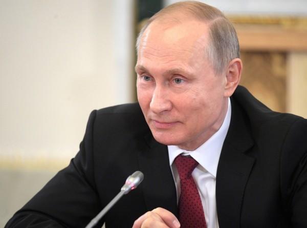 СМИ: Президент Сербии подарит Путину трехмесячного щенка овчарки