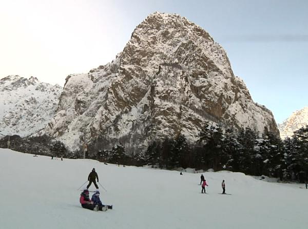 По ущельям Северной Осетии: Пять причин отправиться на горнолыжный курорт Цей
