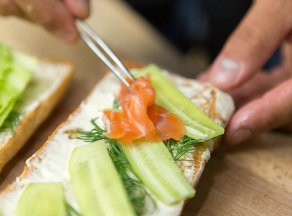 Британец купил в самолете сэндвич из хлеба и листа салата