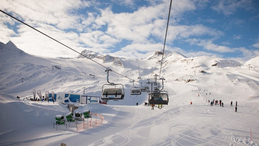 """© Фото: Елизавета Шагалова, """"«МИР 24»"""":http://mir24.tv/, горнолыжные подъемники, альпы, горы, горнолыжный курорт, подъемник"""